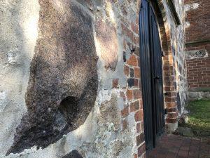 Teufelstritt an der St. Cyprian- und Cornelius-Kirche